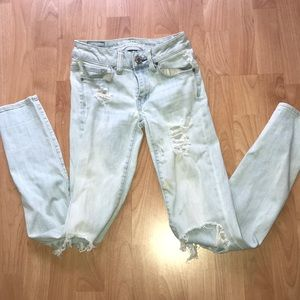 💥American Eagle💥 Super stretch distressed jeans